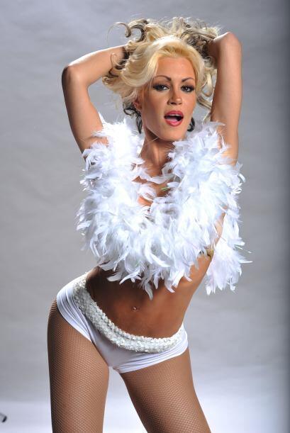 Dinamita quiere verse muy inocente con este modelito blanco pero ya todo...