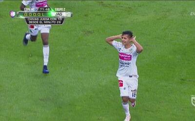 Dieter Villalpando define picando la pelota y marca el segundo de Jaguares