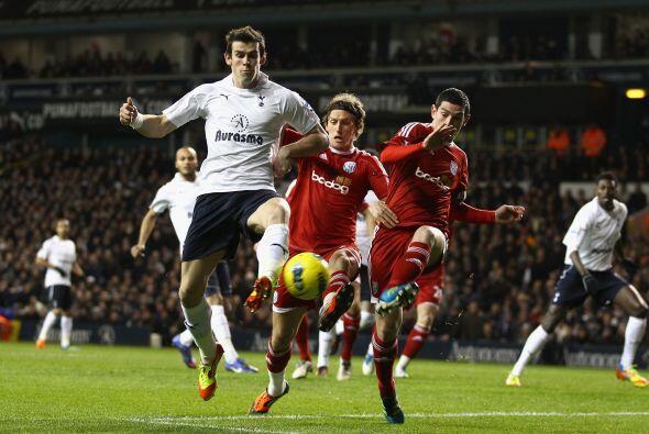 En otro juego del día, el Tottenham enfrentó al West Bromw...