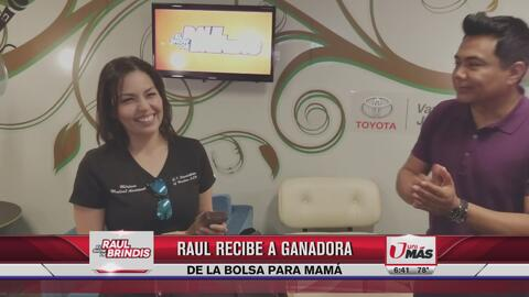 Raúl Brindis entregó súper premio a ganadora del show