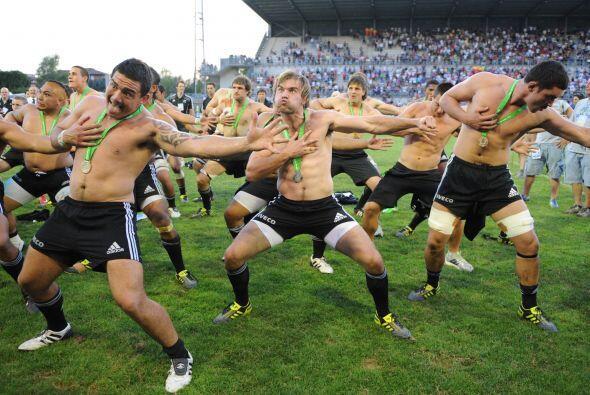 Esta foto es importada, no es de fútbol, es de rugby. Son los jugadores...