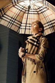 El estilo que muestra, está inspirado en la época de Oro del Cine.