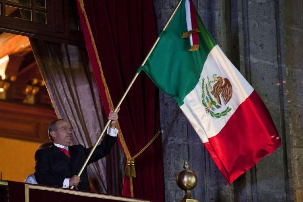 En la ceremonia, como se acostumbra, Calderón estuvo acompañado de su fa...