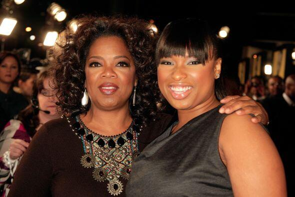 Jennifer Hudson con Oprah en una gala.  Mira aquí los videos m&aa...