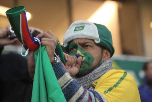 Samba con vuvuzela en el partido Brasil contra Costa de Marfil