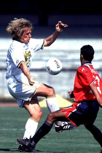 Mismo caso que Bernd Schuster con Pumas, quien a los 38 años de edad sól...