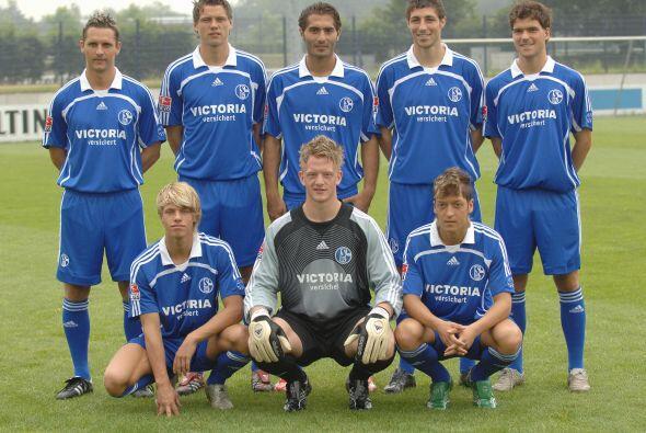 Mesut nació el 15 de octubre de 1988 en Gelsenkirchen, Alemania p...