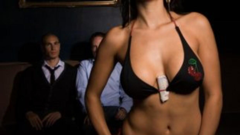 Archivo: Bailarina exótica en un club nocturno
