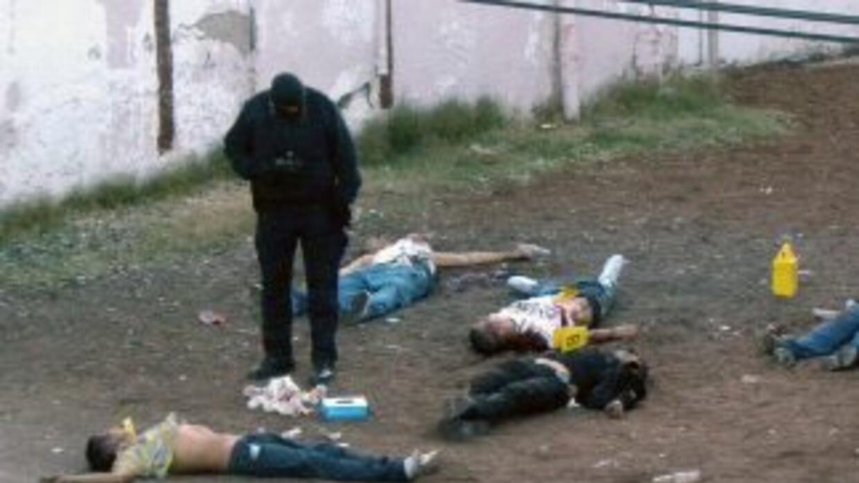 La masacre se produjo durante un enfrentamiento entre Los Zetas y un gru...