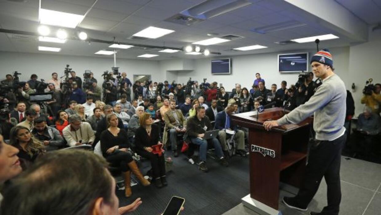 Durante la conferencia de prensa enFoxborough (AP-NFL).
