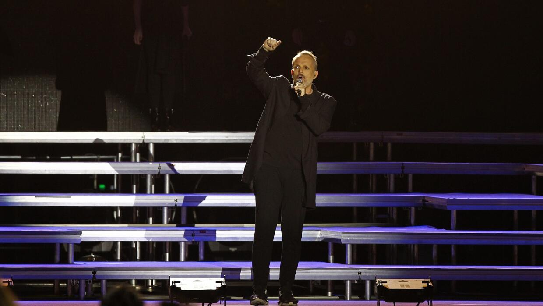 Miguel Bosé se manifiesta contra Trump y su muro en un concierto en la C...