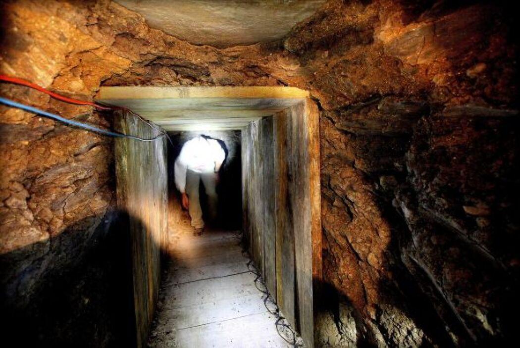 Un túnel clandestino de 110 metros de longitud fue descubierto por eleme...
