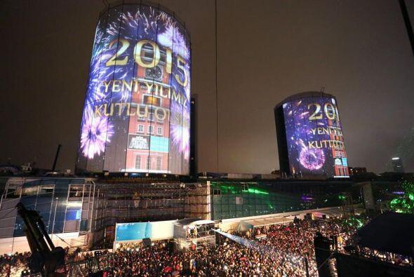 Miles de personas se reunieron para la celebración de la llegada del Año...
