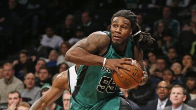 Isaiah Thomas agregó 19 unidades para los Celtics.