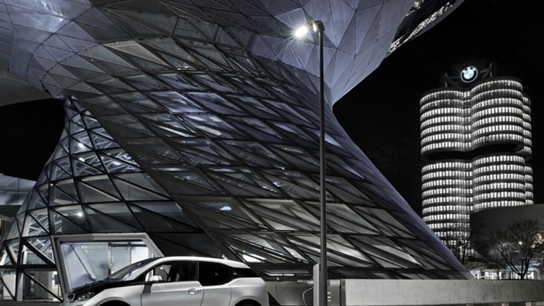 Poste de alumbrado Light & Charge de BMW en Munich