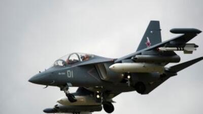 En la imagen, un modelo Yak-130 de fabricación rusa considerado un avión...