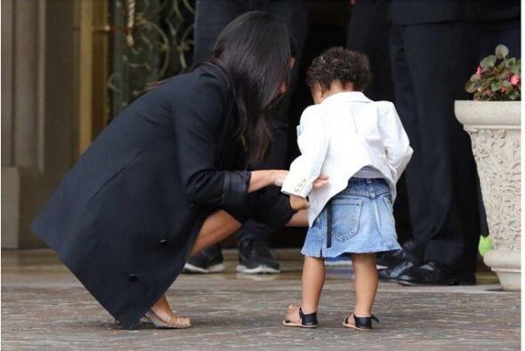 Y la Kardashian no sólo presume sus viajes y curvas.