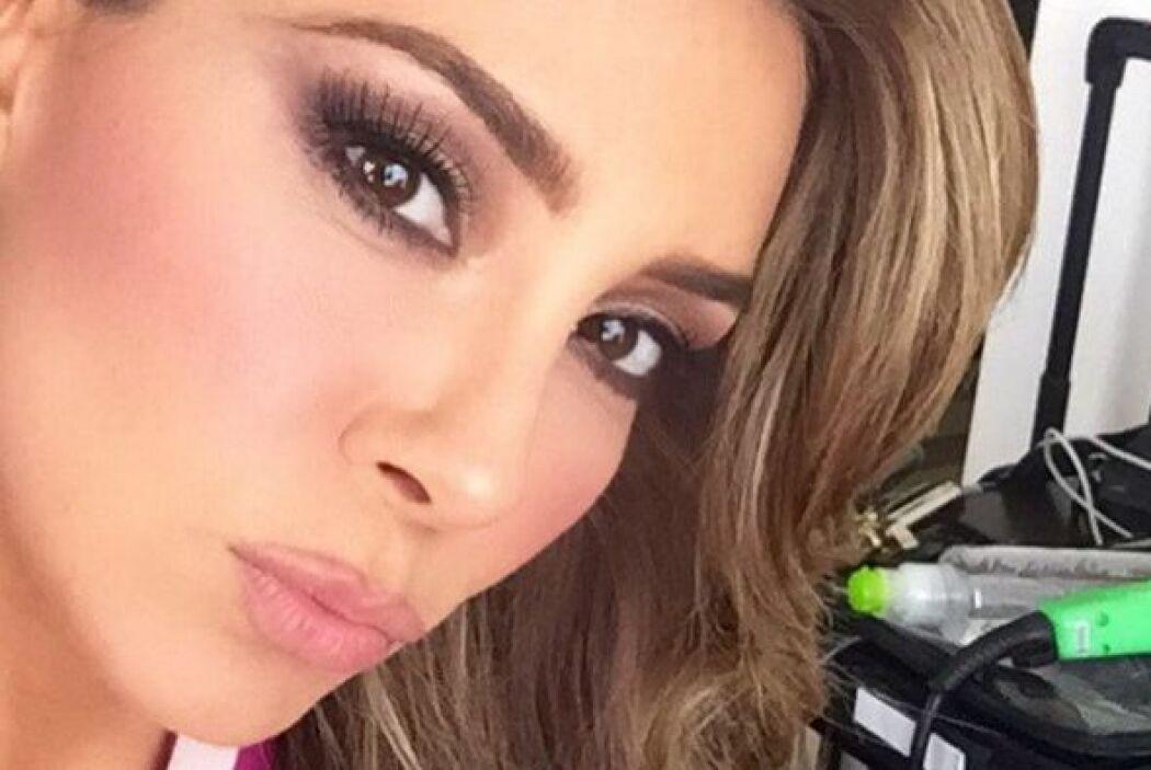 La bella Elizabeth Gutiérrez presume así su maquillaje perfecto. Ojalá y...