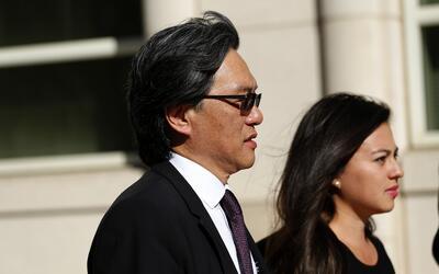 Eduardo Li a la salida de la Corte del Distrito Este de Brooklyn.