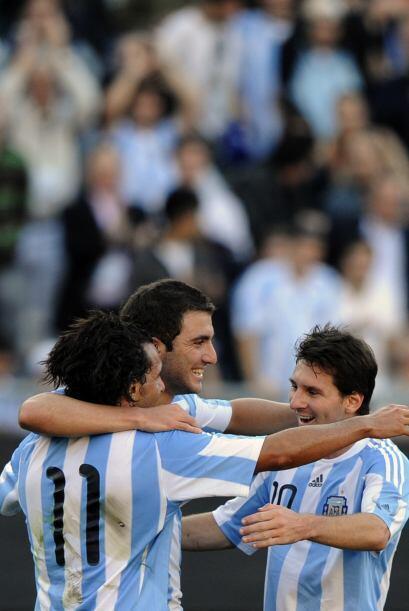 Triplete de oro con acento argentino, Carlos Tévez, Gonzalo Higua...