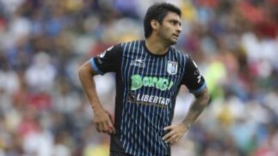 Universidad Católica anunció el fichaje del delantero uruguayo Carlos Bu...