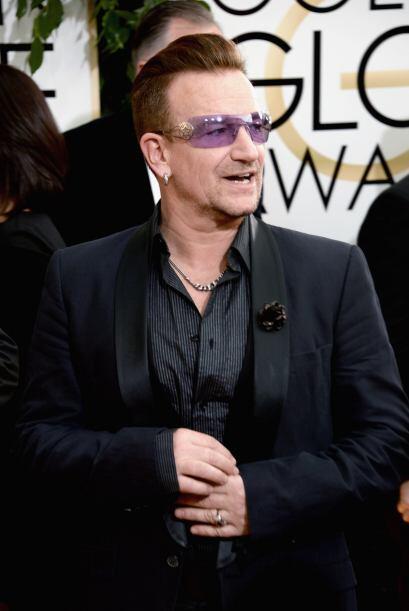 Bono, como siempre, excéntrico y llamando la atención con...