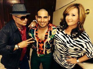 Espinoza subió al escenario a dos fanáticas, que pudieron...