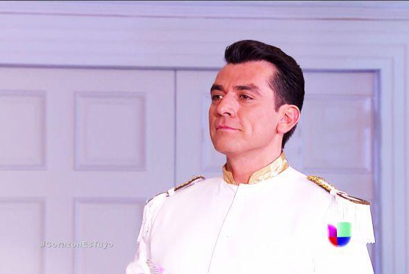 Ahora es el turno del príncipe Fernando Lacurain. ¡Otro man...