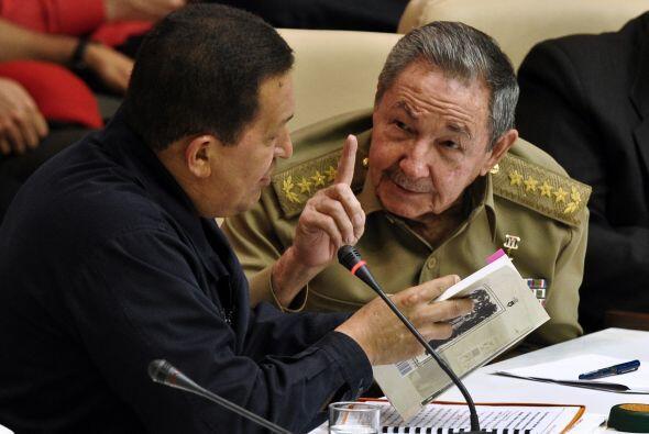 Chávez, que considera al ex presidente cubano su padre ideol&oacu...
