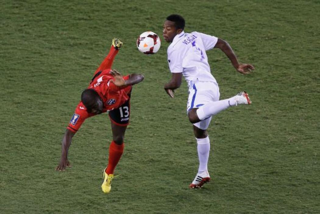 Tras una jugada en la que Trinidad le dio varios toques al balón, llegó...