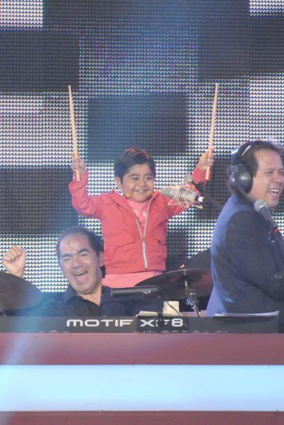 Al parecer, al pequeño le gusta mucho la música, se emocionó bastante to...