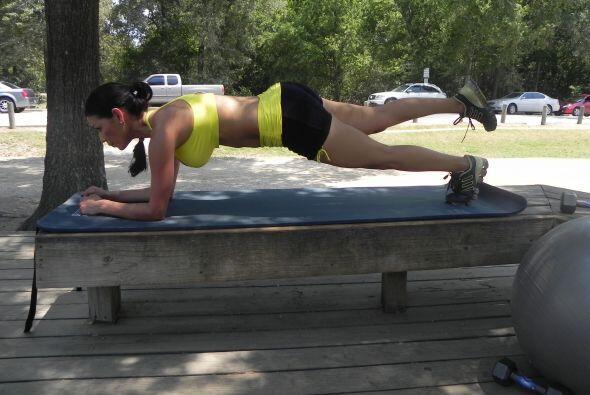 Este ejercicio es para mantener el abdomen firme y consiste en subir la...