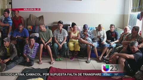 Cientos de cubanos duermen en una iglesia de Panamá