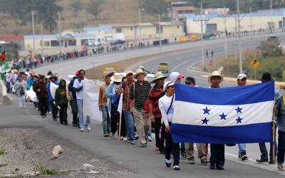 Una de las marchas hacia Tegucigalpa en contra de la concesión de...