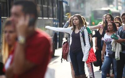 Demoras y congestionamiento vial paran las ciudades de Brasil