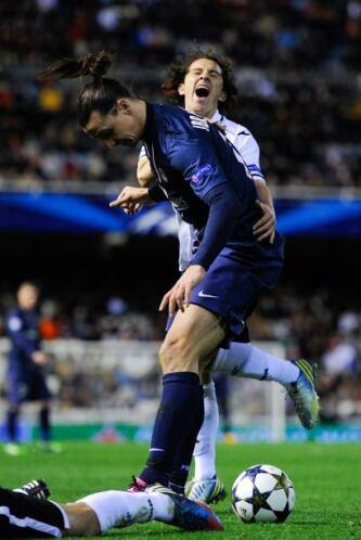 Pero no sería lo único que pasaría en esos minutos finales. Zlatan haría...