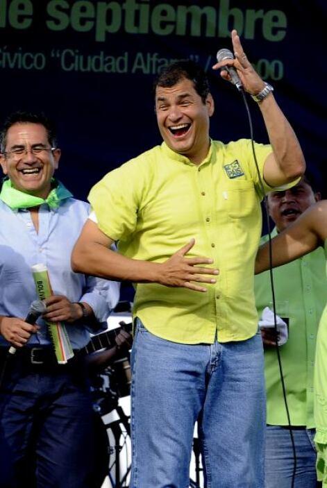 Correa suele repartir en sus vitoreados desplazamientos saludos, abrazos...