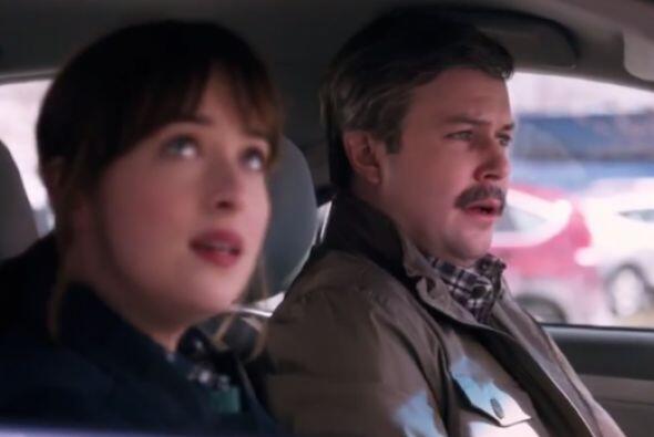 Dakota parodió un comercial de una famosa marca de autos. En la versión...