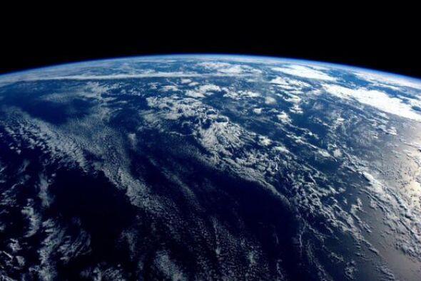 Buenas noches desde el espacio. Nuestro planeta es casi todo océano y es...