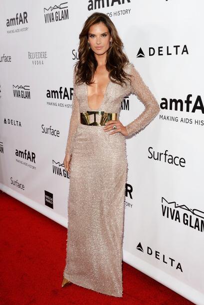 Como toda una diosa apareció Alessandra Ambrosio en la gala Amfar...