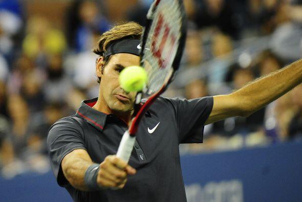 El suizo Roger Federer[3] aplastó a Juan Mónaco de Argenti...