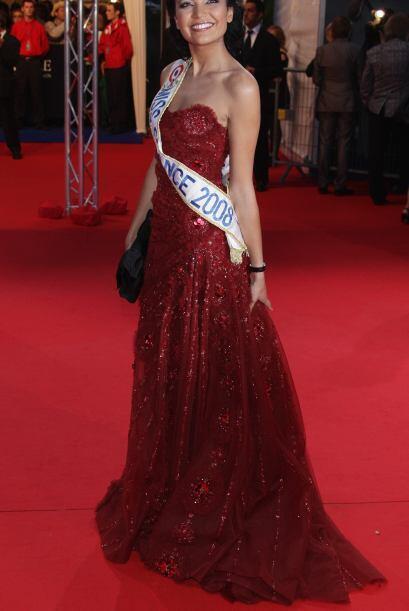 Valérie Begue quien se coronó como Miss Francia 2008, apareció en poses...