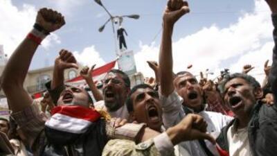 Las protestas en Yemen, que ya duran cuatro meses, paralizan la activida...