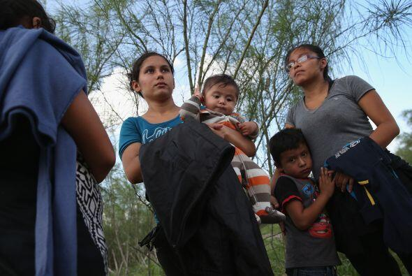 Diariamente, grupos de inmigrantes centroamericanos intentan cruzar la f...