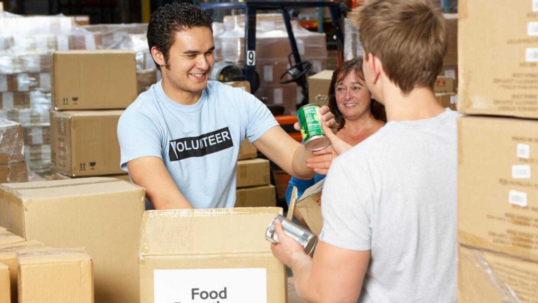 """Voluntarios, el motor que impulsa las obras de caridad en """"Thanksgiving""""..."""