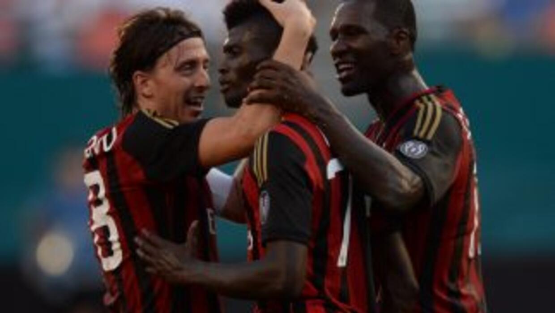 Con goles de Mario Balotelli y M'baye Niang, el Milán venció 2-0 al Gala...