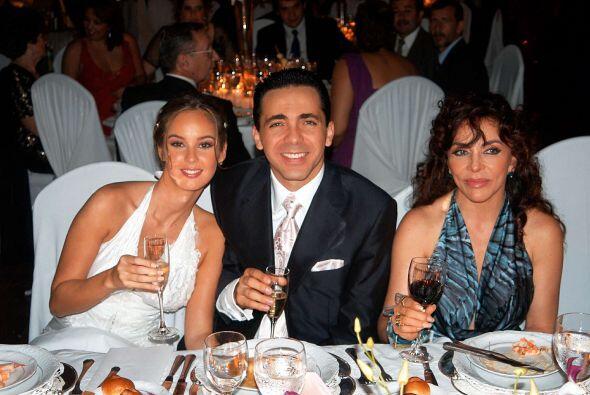 La boda fue el gran acontecimiento en Paraguay. La fiesta se hizo en la...