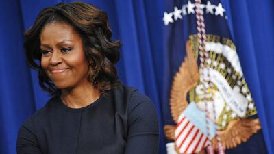 Michelle Obama muestra su habilidades para el baloncesto