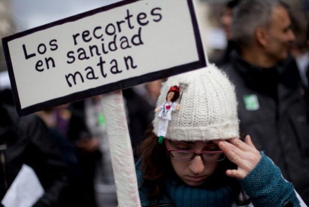 Los manifestantes protestaron contra la intención del gobierno regional...