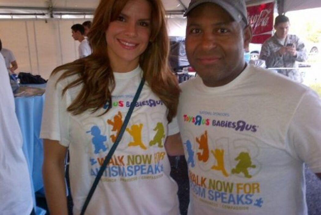 "Tony Dandrades participo en la caminata ""Walk now for Autism Speaks"""